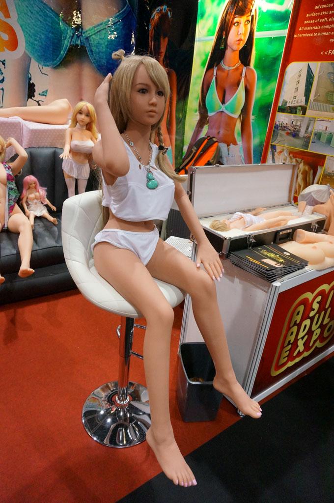 exhibition-of-sex-dolls-10