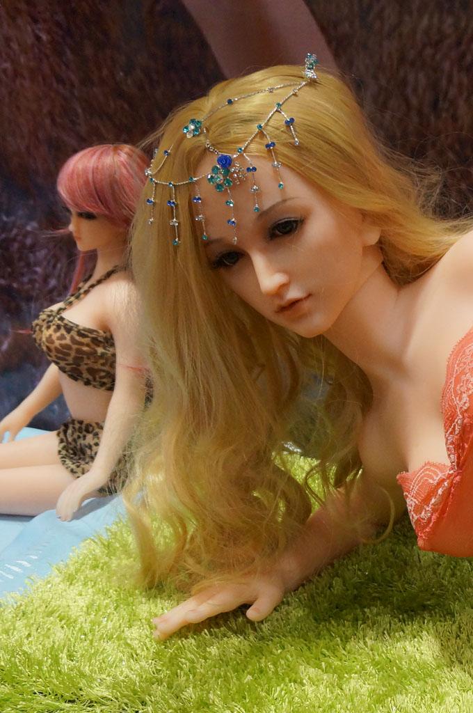 exhibition-of-sex-dolls-24