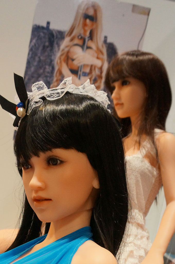 exhibition-of-sex-dolls-30